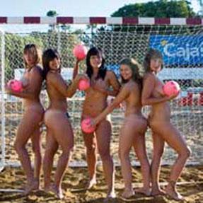 chicas balonmano playa